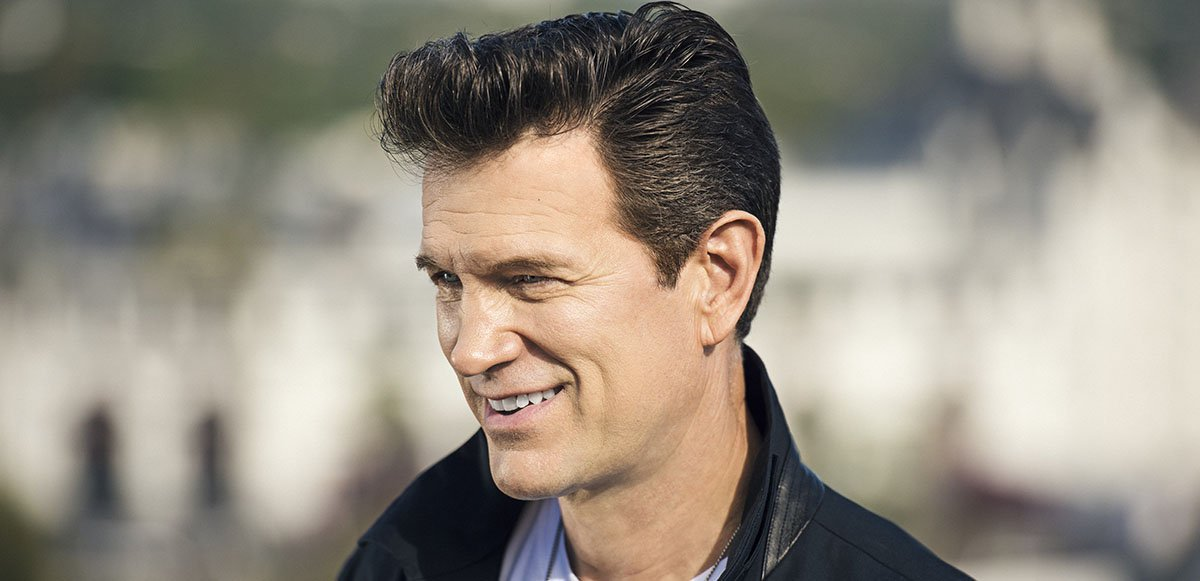 chris-isaak-live-milwaukee-concert.jpg